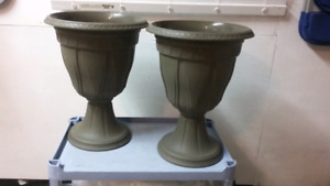 2 Planter Urns 20.in tall like new