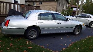2000 Lincoln Town Car Cartier Sedan
