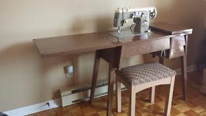 Meuble à couture avec machine à coudre à Montmagny