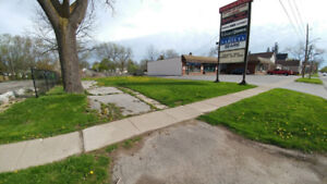 Build to suit opportunity up to 2,600 sq feet.  Located in the r