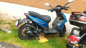 2013 PIAGGIO TYPHOON 50 CC scooter for sale or best reasonable