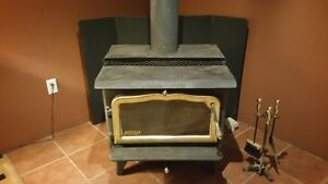 Heritage glass door wood stove with insulated chimney