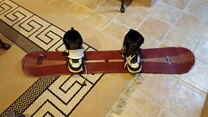 SIM ADULT SNOWBOARD AND SIZE 10 BOOTS