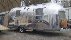 SOLD********CLASSIC VINTAGE 1964 AIRSTREAM LAND YACHT SAFARI