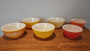 Pyrex Bowls - 13 total - Ovenware - Variety of colours