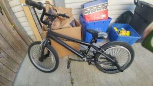 """Kid/teen bike with bars for """"freestyle"""""""