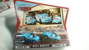 DISNEY PIXAR CARS DINOCO MIA AND DINOCO TIA DIECAST MOVIE MOMENT