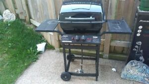 SMALL BBQ ONE SEASON USED EXCELLENT CONDITION