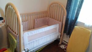 Ensenble de Lit de bébé/transition et comode/table a langer