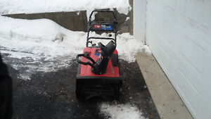 "2004 Toro 7HP 24"" snow commander snowblower runs and blows great"