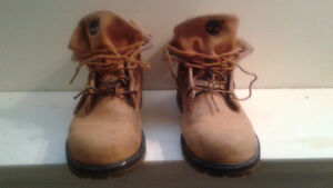 TImberlands Mens Size 7 $25. Firm