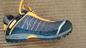Unisex cycle shoes - Men's size 40 or women's size 8
