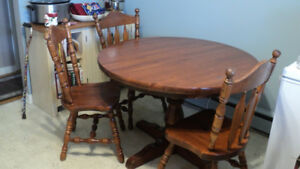 FREE TABLE AND 3 CHAIRS !! NEED GONE ASAP