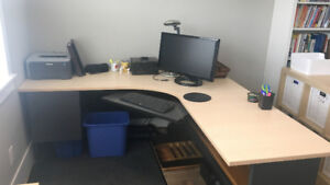 Large Computer Office Desk in Good Condition