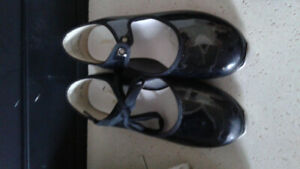 girls size 13 Tap Shoes in excellent condition