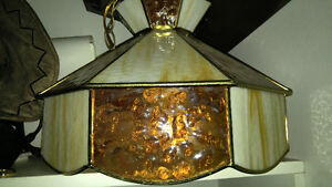 Very nice amber stained glass tiffany lamp in excellent conditio