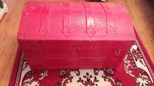 Red antique chest / trunk