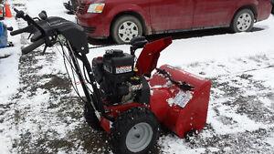 BRIGGS & STRATTON 1150 SNOWBLOWER  reduced Belleville Belleville Area image 4