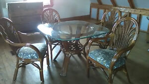 Wicker dining tables w/chairs