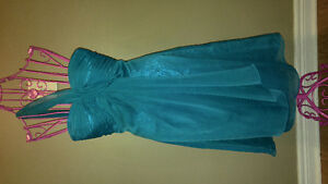 Dresses size 4 and 8 London Ontario image 3