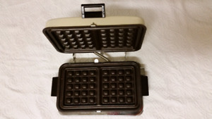 Excellent Condition Waffle Maker