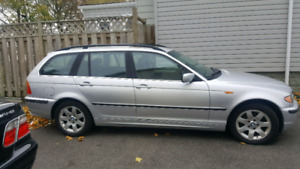 2002 BMW 325XI WAGON.  EXCELLENT CONDITION.  LOW KMS