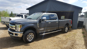 2018 Ford F350 xlt premium, New condition low low kms!!