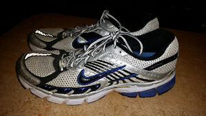 MENS NIKE ZOOMS SIZE 11. IN GOOD CONDITION ONLY 25$............. London Ontario image 1