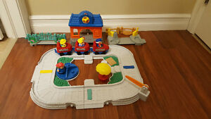 Fisher-Price Little People Fun Sounds Train Set - #77999 - 2001