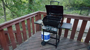 PROPANE BBQ W/COVER + TANK - LIGHTLY USED ONE SEASON