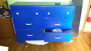 6 Drawer Dresser, price is negotiable