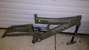 COVE Playmate FR Bike Frame - some parts included FOX DHX Easton