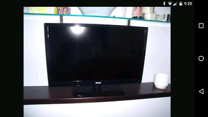 32inch RCA LED HDTV for parts or repair
