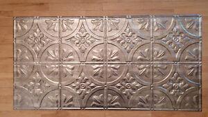 Tuile décoratives pour plafond ou dosseret marque Mirroflex