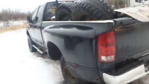 PARTING OUT 2005 DODGE RAM 3500 4X4 DAULLY