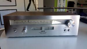 Akai AT-2200 Stereo Tuner