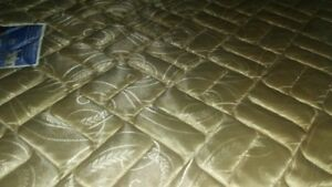 REGULAR SEALY POSTUREPEDIC MATTRESS 50$