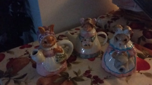 3 COLLECTIBLE ANIMAL TEAPOTS