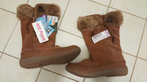 Brand New - Women winter shoes hot paws - size 9m