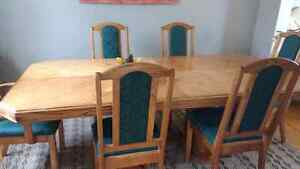 Dining table and hutch, 6 chairs Cambridge Kitchener Area image 2