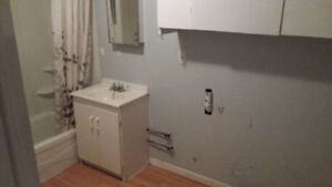 Appartement de deux chambres chauffé et éclairé