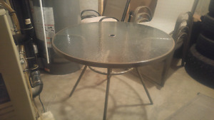 Patio table and 4 chair set!