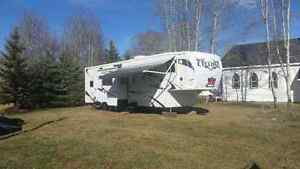 for sale a 2009 cyclone 5th wheel trailer