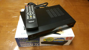 Apex DT502 Digital TV Converter Box w/Remote Control