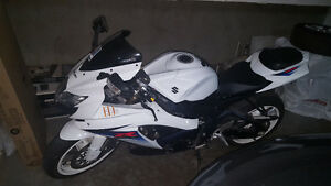 Suzuki GSXR600 White on White Low kilometers.
