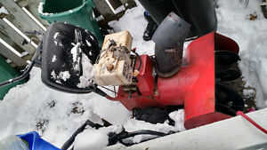 Snowblower Briggs and Stratton engine