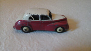 DINKY TOY UNIQUE COLLECTIBLE CAR, 2 TONE  FROM THE 50
