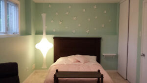 Grande chambre à louer (fille), Large bedroom to rent (girl)