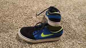 Nike Stefan Janoski  shoes size 2Y in very good condition.