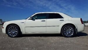 2009 Chrysler 300C Special Heritage Edition - Nav, Roof